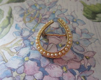 Gold tone Horse Shoe Pin w/ Pearls