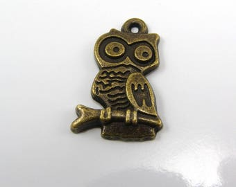 Set of 2 22 mm OWL charms bronze