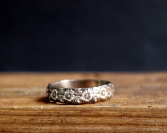 Antique Ring Flower Pattern Band Ring Romantic Jewelry Floral