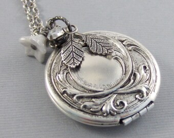 frosted Maiden,Locket,Silver Locket,Flower,Diamond,Crystal,Rhinestone,Antique Locket,Floral,Jewelry,Snowflake,Frozen,Snow.
