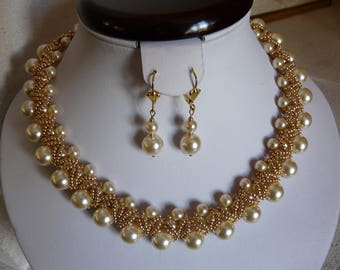 "NECKLACE ""lady Godiva"" cream and gold"