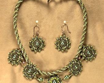 Green Flower Necklace Set