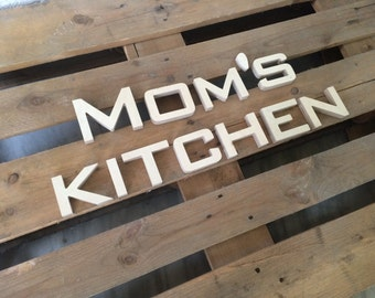 farm house MOM's KITCHEN sign. wall decor sign.  rustic sign. home decor sign. rustic wood sign. Kitchen sign. Mom's kitchen sign