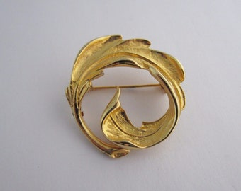 Vintage Costume Jewellery Brooch Pin Wreath Circle Curled Leaf Design Textured Gold Tone Metal Modernist Floral Circa 1980s