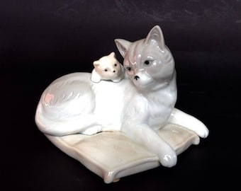 Cat retro ceramic figurine with kitten, grey cat with kitten, cat and kitten ornament