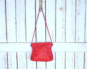 Vintage red leather purse/red leather shoulder bag/80s leather purse