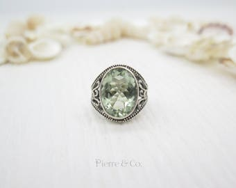 19 Carats Antique Oval cut Green Amethyst Sterling Silver Ring (Size 8)