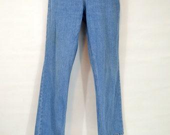 1980s Stone Wash, Boot Cut, Size 6 Blue Jeans by Bill Blass Jeanswear