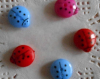 Buttons Ladybug red, pink, blue, acrylic buttons, children buttons, 2 holes of 1.30 cm in diameter by 5 buttons.