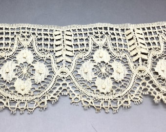 Antique Off White Bobbin Lace With Scalloped Edge