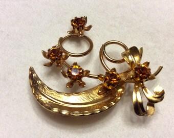 Vintage 1950's gold metal leaf brooch with amber rhinestones.