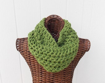 Cowl crocheted in chunky wool blend yarn, thick fashion scarf