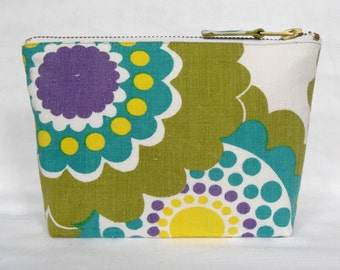 SALE** 1970's Vintage Fabric Make Up Bag, Zipped Purse, in Fantasy Circles Print - Chartreuse Purple and Teal.