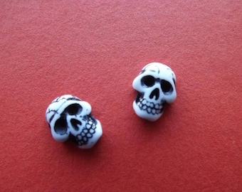 Cabochons in paste form death's head (x 2)