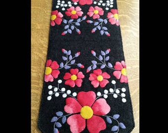 Blossoms Wool Applique Table Runner Pattern #CPD 193 - Pink Flowers Applique Pattern - Spring Decor