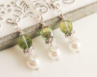 Green bridesmaid jewelry set, white pearl earrings and necklace, bridesmaid gift, gift for her, green wedding jewelry, bridal jewelry
