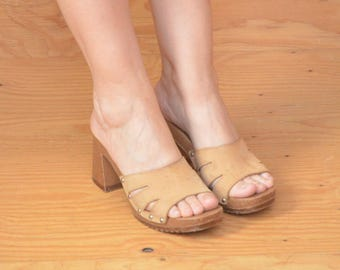 Vintage 70's  Slip On Tan Cut Out Strap Over Toe Sandals Size 8.5
