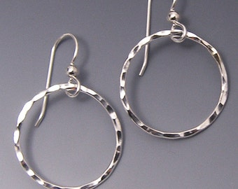 Creoles argent, main martelé cercle Dangle Earrings