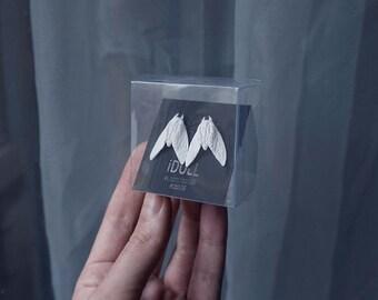 Earrings with white moths. 1 pair.