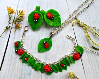 ladybug jewelery, leaves earring, leaves bracelet, ladybug bracelet, bug earrings, green jewerly set, green bracelet, summer accessories