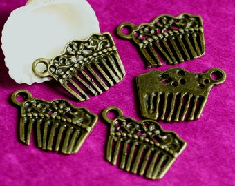 Antique brass comb charm/dangle 18x13mm, select your quantity (item ID YDAB726)