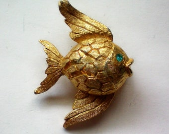 Tiny Gold tone Fish Pin- 4981