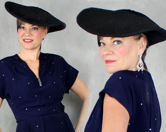 """1940s Hat / 40s Hat / Wool Felt Hat / Black Hat / Platter Hat / Pancake Hat / Picture Hat / Tilt Halo Dish Hat / One Size / 21"""" - 22"""""""
