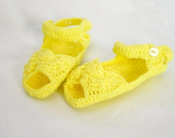 Crocheted baby sandals yrllow newborn shoes infant booties shower gift 0-3 month cotton crochet thread girl footwear summer