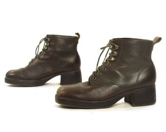 90s Lace Up Ankle Boots / Vintage 1990s Short Brown Leather Booties Block Heels / Boho Grunge Hipster Preppy / Women's Size 10