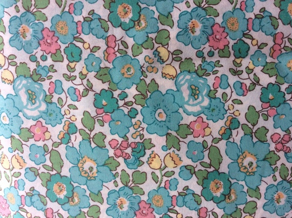Tana lawn fabric from Liberty of London, Betsy Spécial edition!