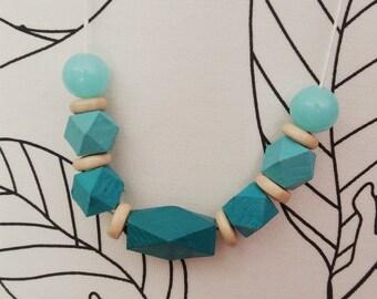 Geometric minimal necklace acquamarine