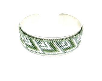 Cuff ' Ohe Tāpiri khaki and silver beads woven Japanese