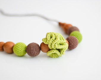Classic Nursing Necklace / Babywearing Jewelry by KangarooCare - Apple Green & Chocolate