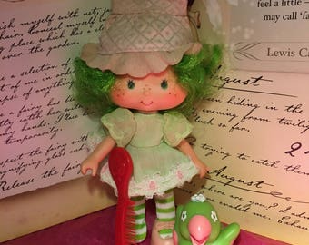 Vintage Strawberry Shortcake Doll Lime Chiffon with Parfait Parrot and Comb 1980's