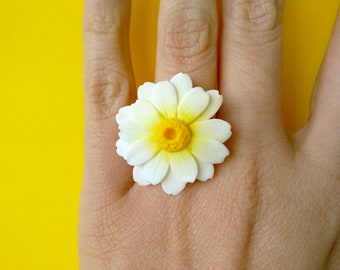 The daisies-adjustable ring with daisy polymer Clay fimo/handmade/white flower ring