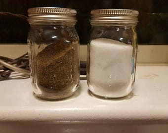 Mason jar salt and pepper shakers, clear shakers, housewarming gift, wedding gift, kitchen decor, farmhouse style, farmhouse kitchen, rustic