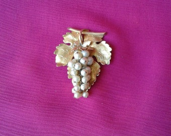 """""""Art Nouveau"""" bunch of grapes pendant"""