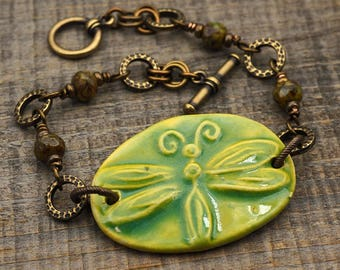 Light green dragonfly bracelet, brass and faceted green glass beads, 8 inches long
