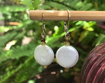 Perle, Münze Münze Ohrringe, Ohrringe, Pearl, weiße Perle, Turmalin, Gold Ohrringe, elegant Ohrringe, Perlenohrringe