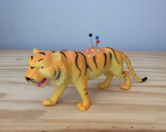 Pin Cushion, Tiger, Tiger Pincushion, Animal Pincushion, Zoo Pincushion, Zoo Animal Pincushion, Fun Pincushion