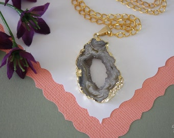 Druzy Necklace Gold, Geode Necklace, Crystal Necklace, Gold Geode Slice Druzy, GG52