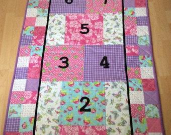 Single bed quilt : hopscotch game