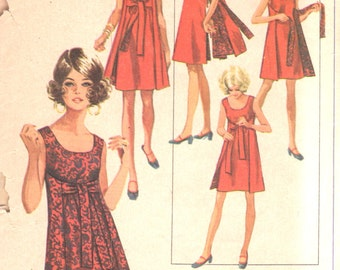 Simplicity 8125 1960s Misses Reversible  Wrap Dress Pattern Jiffy Women s Vintage Sewing Pattern Size Small  8 10 Bust 31 32 OR Medium