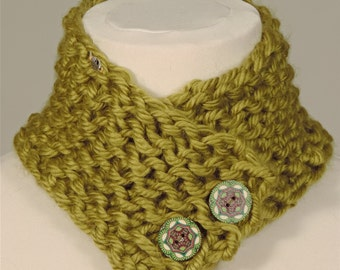 Quirky green women's collar