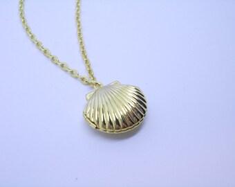 Sea Shell Locket Necklace. Mermaid. Silver or Gold tone. Secret message. Photo locket. Nautical jewelry. Beach lockets. Summer necklace.