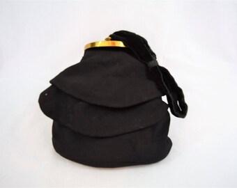 Vintage 1930s 1940s black ruffled wool wrist reticule handbag