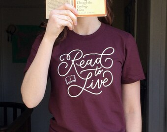 """Book Lover T-Shirt """"Read to Live"""" - Extras by Alaina"""
