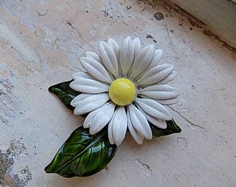 FREE SHIPPING Vintage Daisy Flower Floral Enamel Brooch Pin