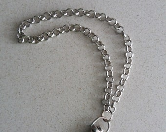 Short chain handle with carabiner for wrist bag or CLUCTH. 2 models to choose from.