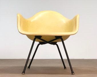 Herman Miller | Lemon Yellow Eames Arm Shell LAX | Rope Edge